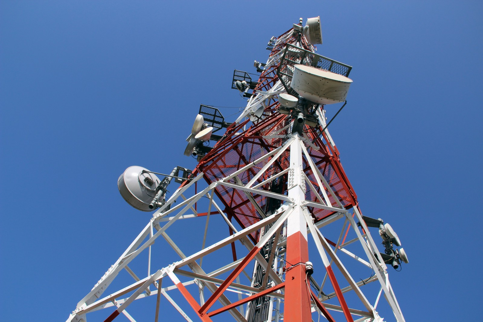 Which business mobile network based on 4G signal?